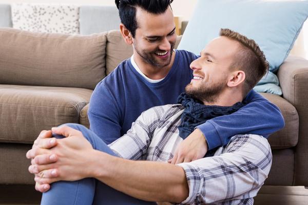 Porque dois homens transando excitam as mulheres